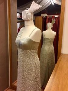 Opernballkleid mit Kopfschmuck