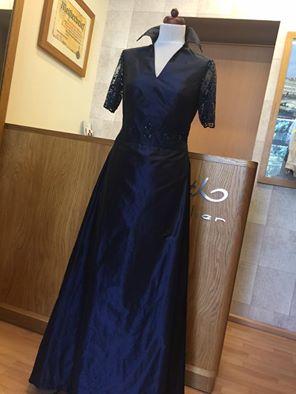 076d2f48eeb Nachtblaues Kleid