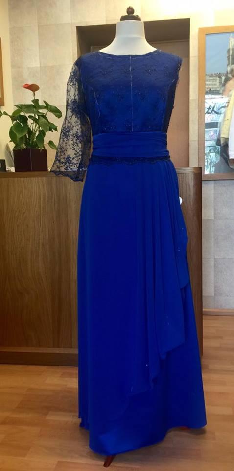 836108981ae Blaues Kleid im Rohbau